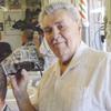 A 90 ans, ce coiffeur continue à coiffer ses clients tous les jours !