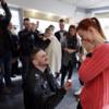 Coiffeuse, son copain lui fait sa demande en mariage dans son salon ! - VIDEO
