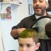 Son ancien coiffeur fait 600 km pour coiffer un enfant autiste !