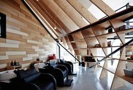 Cet architecte transforme ce restaurant en salon de coiffure hyper design !