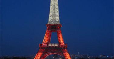 La tour Eiffel aux couleurs de la Turquie