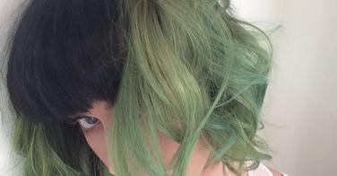 Katy Perry et ses cheveux verts (slime green)