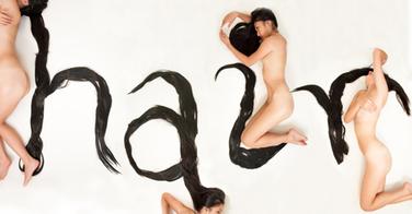 Elle crée une police de caractère avec ses cheveux