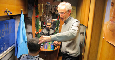 Patrice Gaillard, coiffeur en camping-car sur Envoyé Spécial