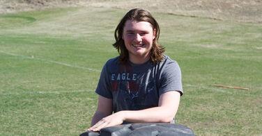 Viré de son équipe de baseball à cause de ses cheveux longs qu'il fait pousser pour les enfants atteints du cancer