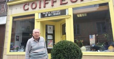 A 91 ans, ce coiffeur travaille... tous les jours !