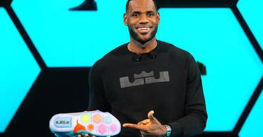 Lebron James a-t-il succombé aux implants ?