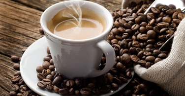 Le café ralentit la chute des cheveux