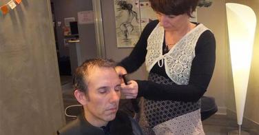 Découvrez cette nouvelle technique de coupe qui mélange acupuncture et coiffure