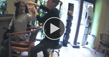 La pire cliente possible pour un salon de coiffure !