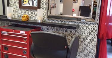 Exclu - Cauchemar chez le coiffeur : les photos du salon avant-après !