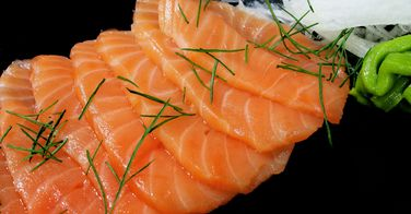 Le saumon fumé est plus gras que la pizza...
