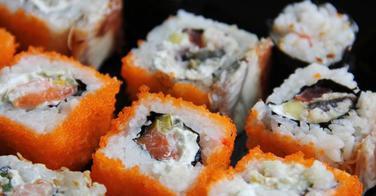 Les dessous de la fabrication des sushis industriels - Reportage Direct 8