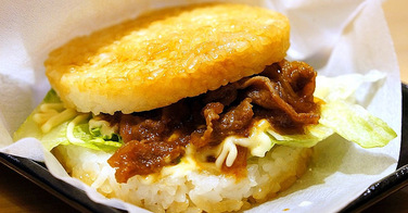 Sushi King lance son burger sushi, avec un bun en riz
