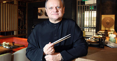 Yoshi premier restaurant japonais de Joël Robuchon crédité d'une étoile au Michelin