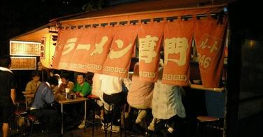 La cuisine de rue japonaise au sein du yatai